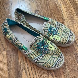 Sanuk Gypsy Rae teal embroidered loafers, 7